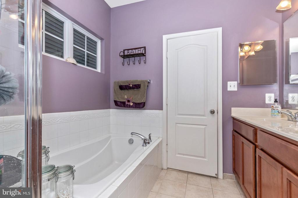 Owners Bath - 10224 NUTHATCH DR, NEW MARKET