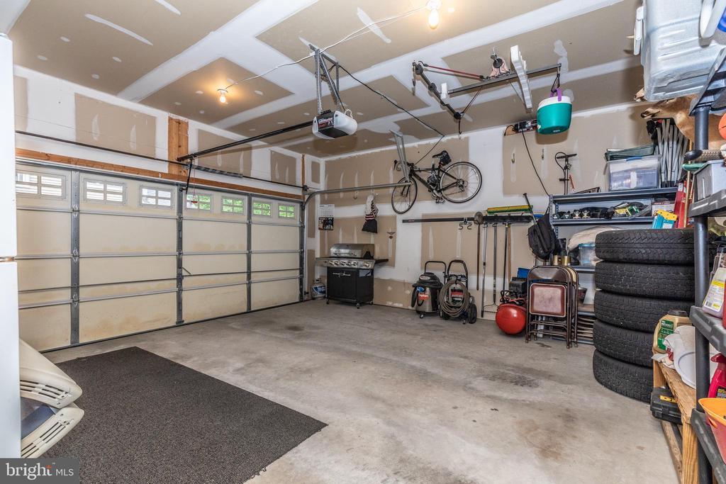 Garage - 10224 NUTHATCH DR, NEW MARKET