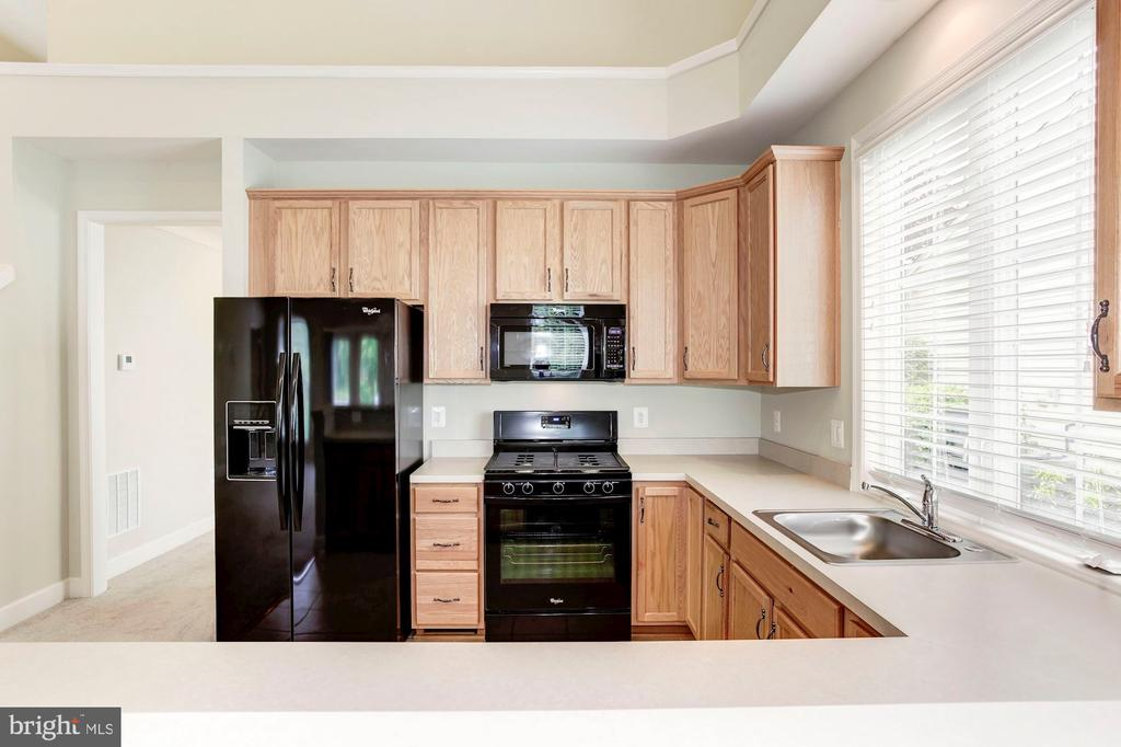 Spacious Kitchen with Customized Cabinets. - 275 LONG POINT DR, FREDERICKSBURG