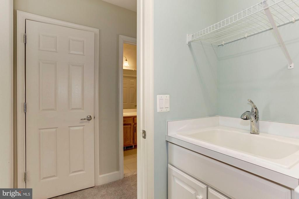 Laundry Room with Sink. - 275 LONG POINT DR, FREDERICKSBURG