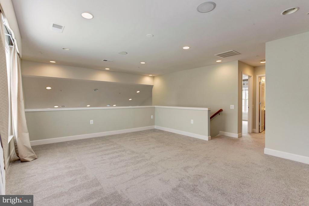 Loft space is a great area for guests. - 275 LONG POINT DR, FREDERICKSBURG