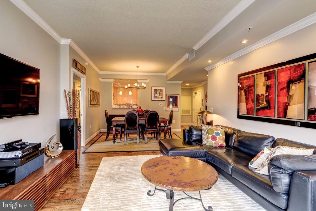 Living Room - 3600 S GLEBE RD #318W, ARLINGTON