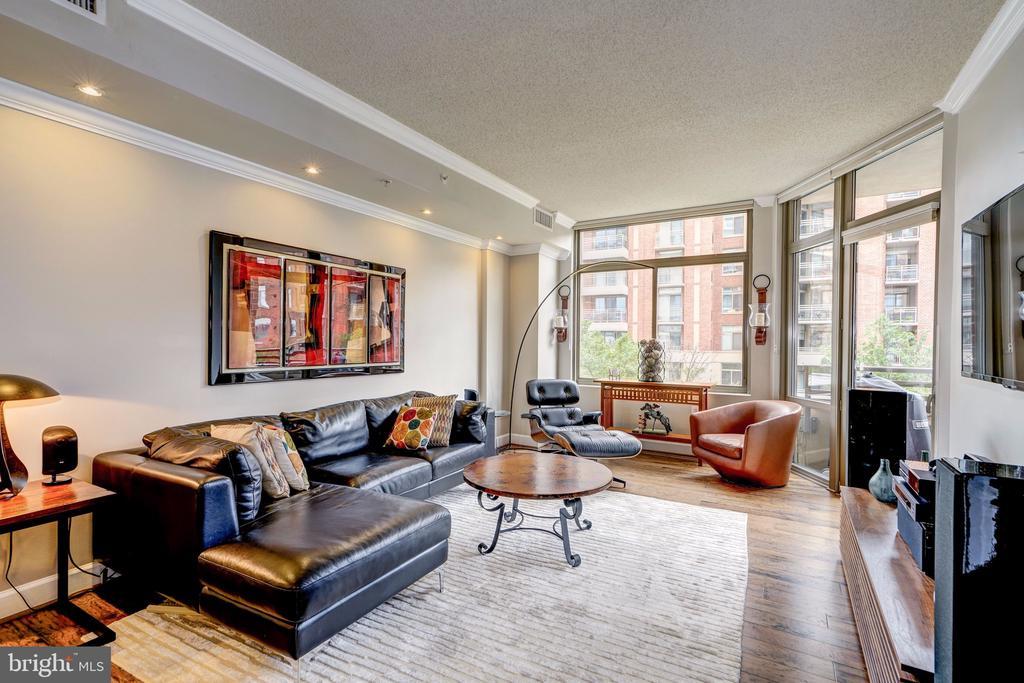 Living Room w/new hardwood flooring - 3600 S GLEBE RD #318W, ARLINGTON