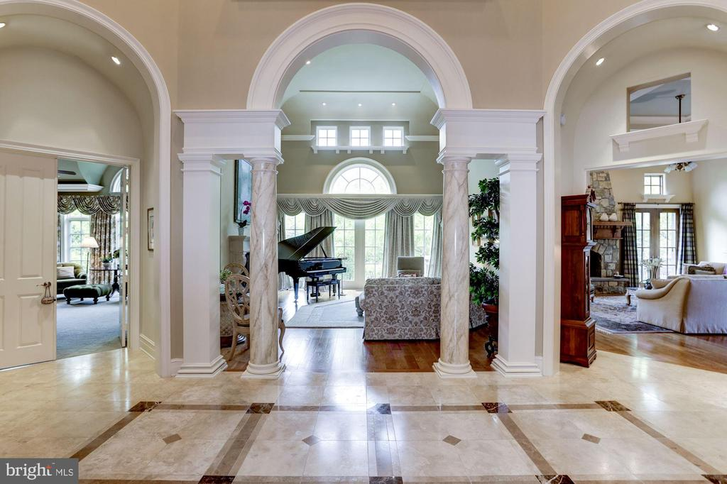 Foyer - 8317 WOODLEA MILL RD, MCLEAN