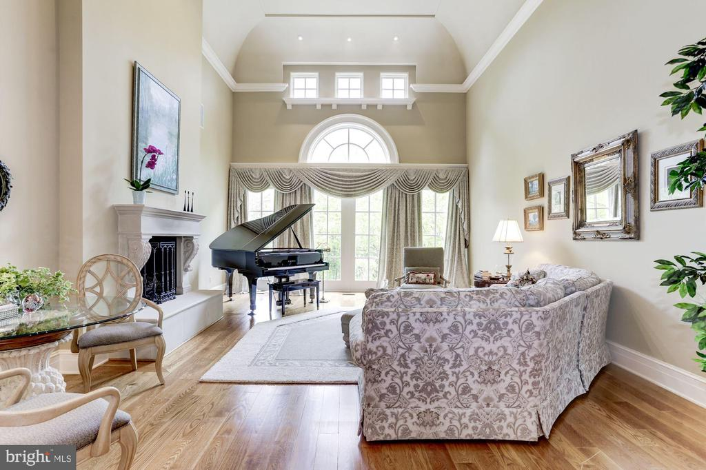 2- Story Living Room - 8317 WOODLEA MILL RD, MCLEAN