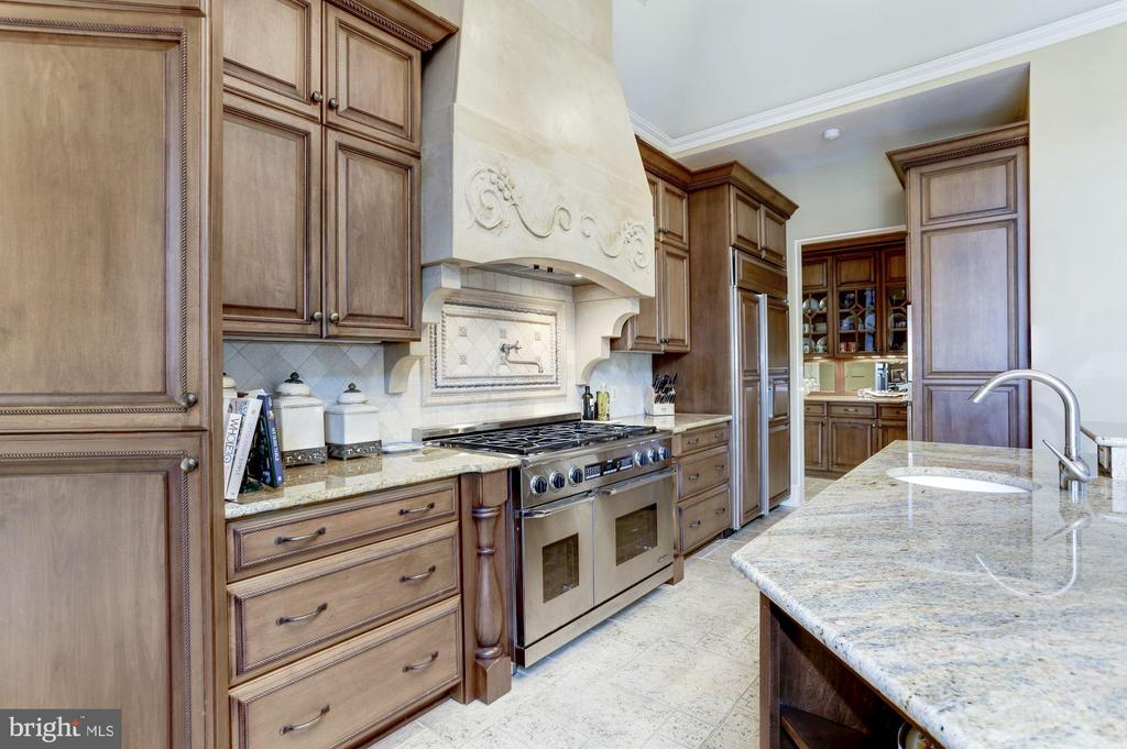 Kitchen - 8317 WOODLEA MILL RD, MCLEAN
