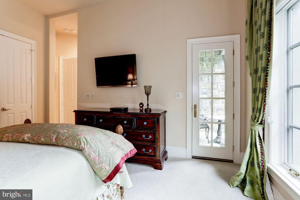 Main Level Guest Room - 8317 WOODLEA MILL RD, MCLEAN
