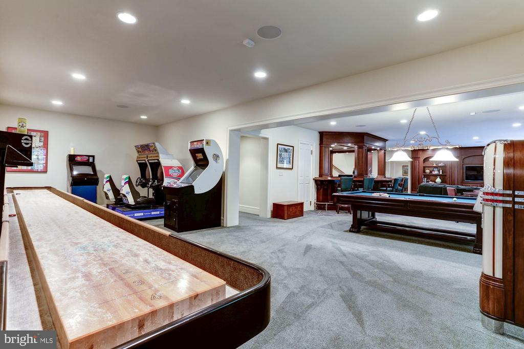 Game Room - 8317 WOODLEA MILL RD, MCLEAN