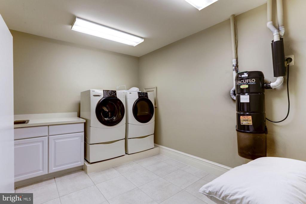 Lower Level Laundry - 8317 WOODLEA MILL RD, MCLEAN