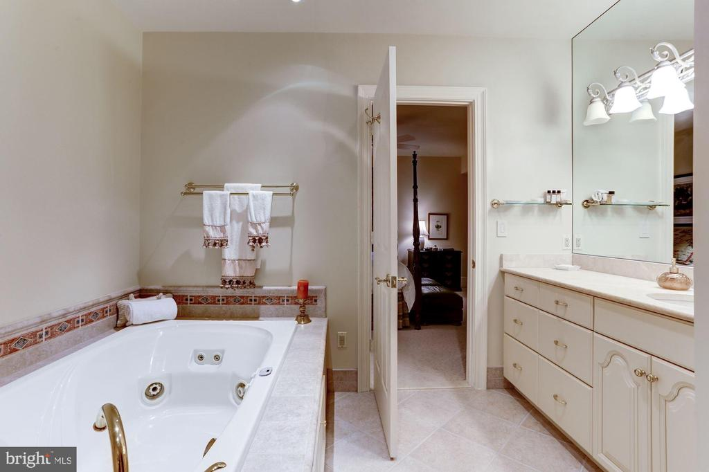 Guest Suite Bath - 8317 WOODLEA MILL RD, MCLEAN