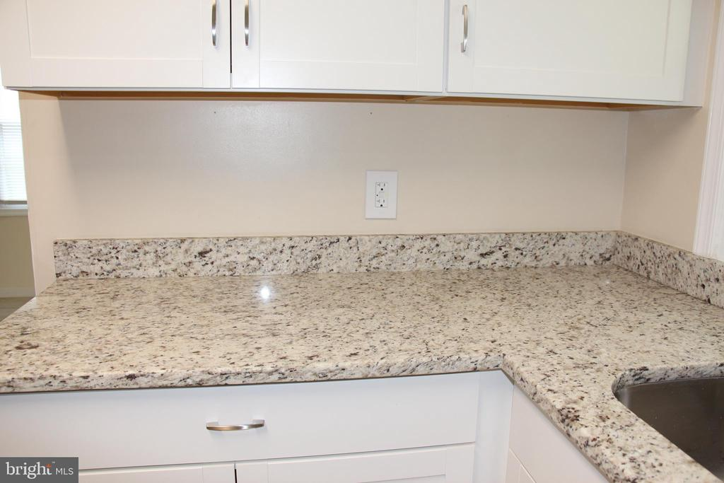 NEW GRANITE COUNTERS - 108 HOPELAND LN, STERLING