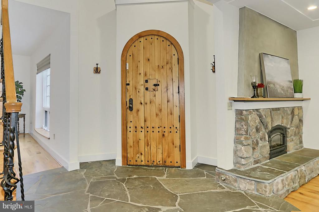Foyer/Entrance - 7730 VIRGINIA LN, FALLS CHURCH