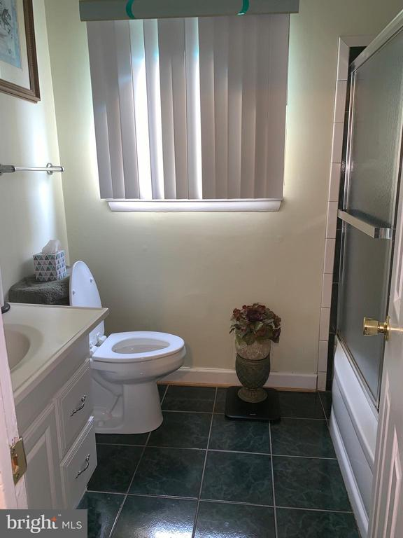 Upstairs bath - 2306 AFTON ST, TEMPLE HILLS
