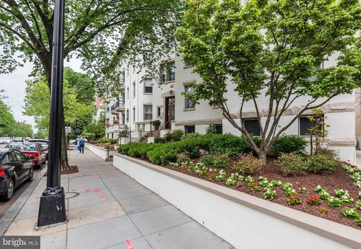 1882 COLUMBIA RD NW #304