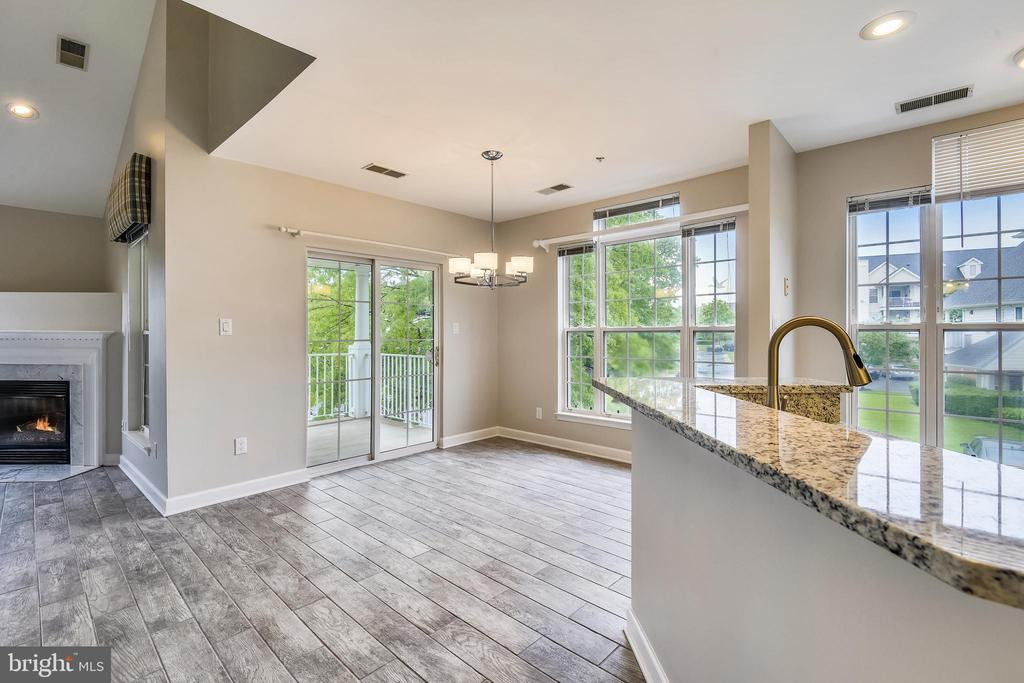 Separate dining area with balcony access - 43114 WATERCREST SQ #205, CHANTILLY