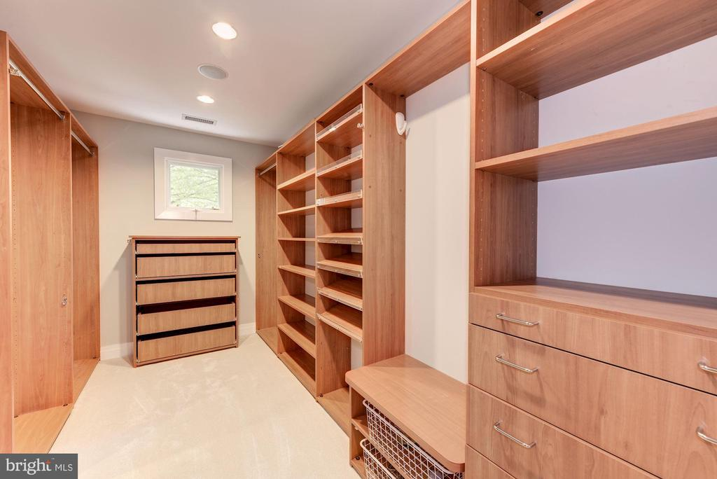 Upper Level - Walk-In-Closet - 11677 DANVILLE DR, ROCKVILLE