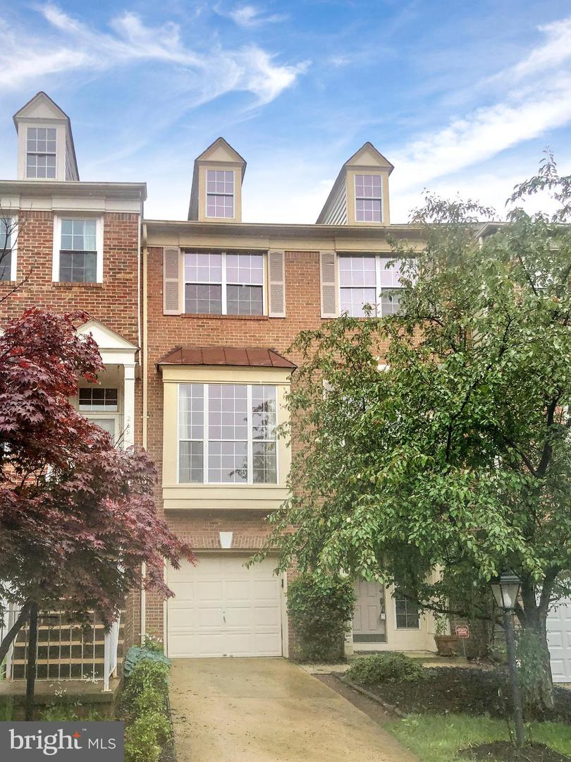 Single Family for Sale at 20975 Sandstone Sq Sterling, Virginia 20165 United States