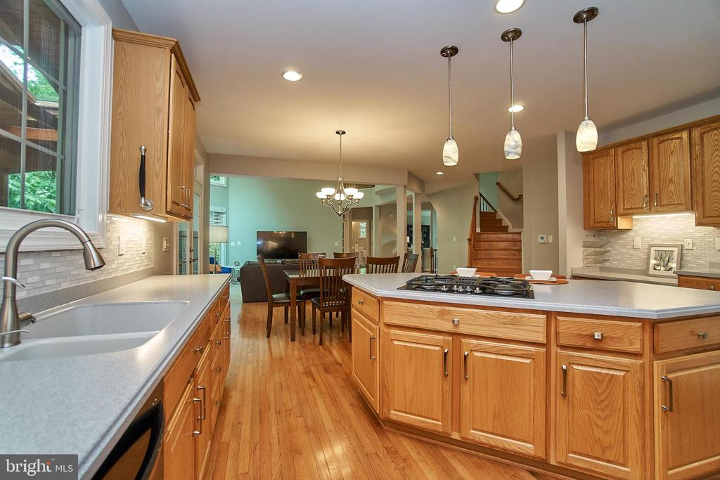 Gas cooking and large sink - 1590 MONTMORENCY DR, VIENNA