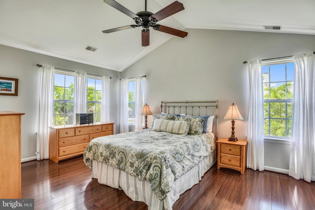 Master bedroom has 2 walk in closets w/organizers - 732 HUNTON PL NE, LEESBURG