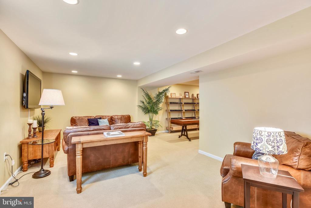 Rec room in basement w/stairs to backyard patio - 732 HUNTON PL NE, LEESBURG