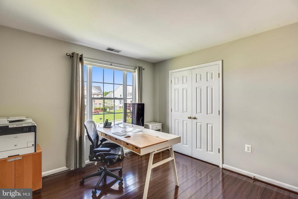 Bedroom #2  with hardwood floors - 732 HUNTON PL NE, LEESBURG