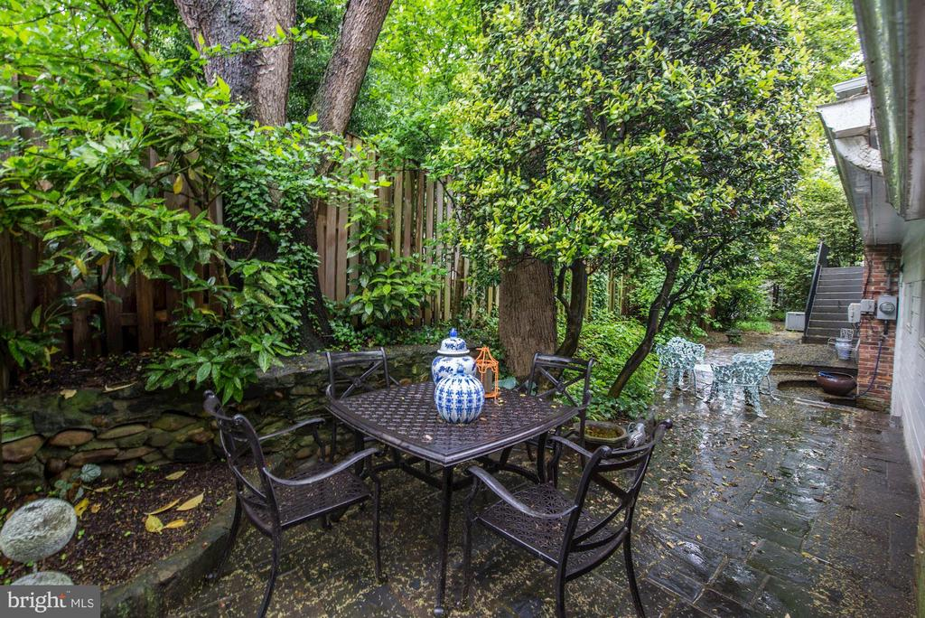 Private Slate Patio - 6021 WOODMONT RD, ALEXANDRIA