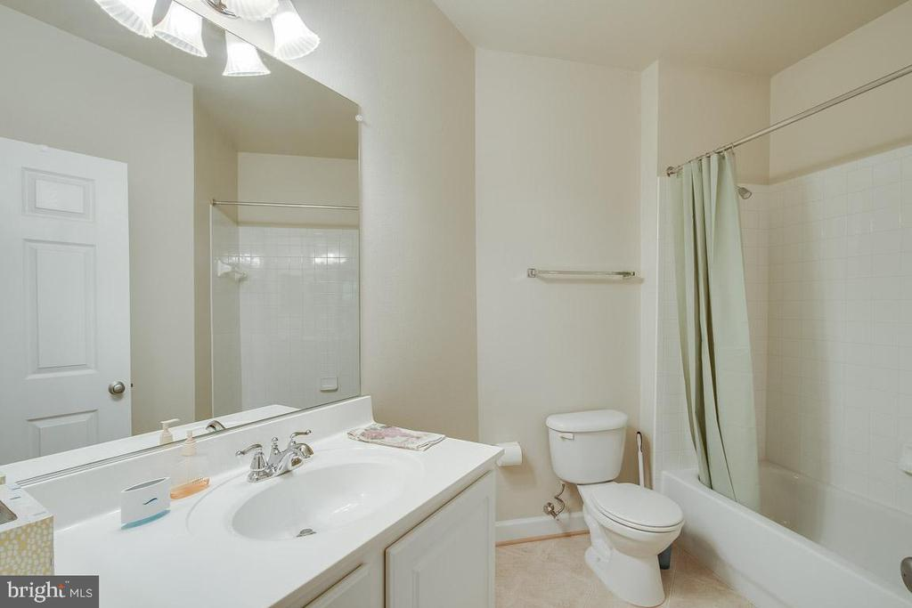 Second full bath - 42421 ROCKROSE SQ #202, BRAMBLETON