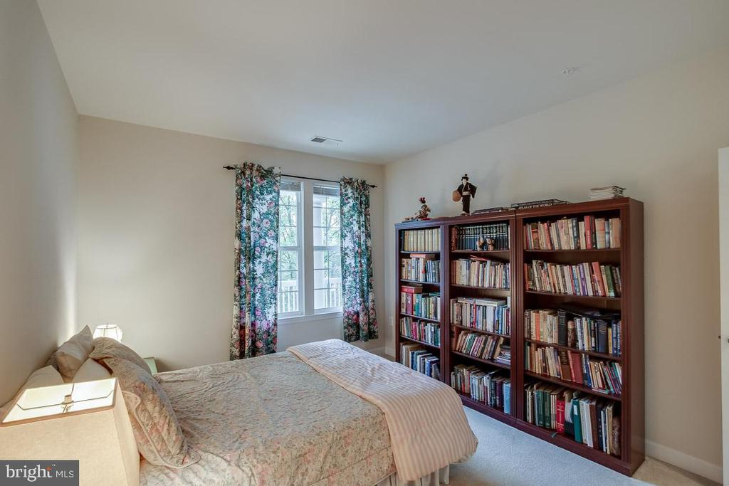 Great light from the window - 42421 ROCKROSE SQ #202, BRAMBLETON