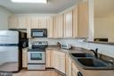 Plenty of counterspace - 42421 ROCKROSE SQ #202, BRAMBLETON