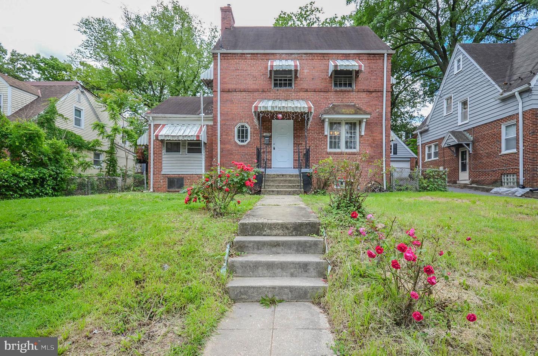 Single Family Homes pour l Vente à Bladensburg, Maryland 20710 États-Unis