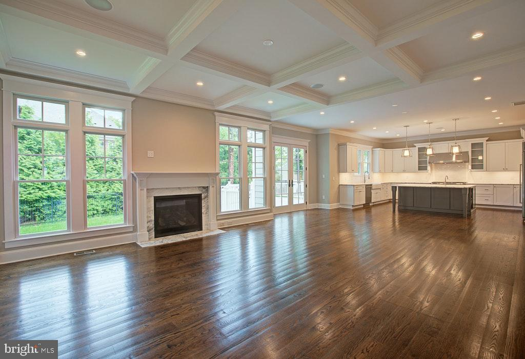 Wonderful Family Room w/ coffered ceilings - 1922 BYRD RD, VIENNA