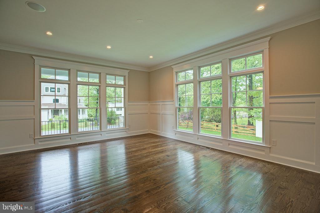 Living Room with lots of natural sunlight - 1922 BYRD RD, VIENNA
