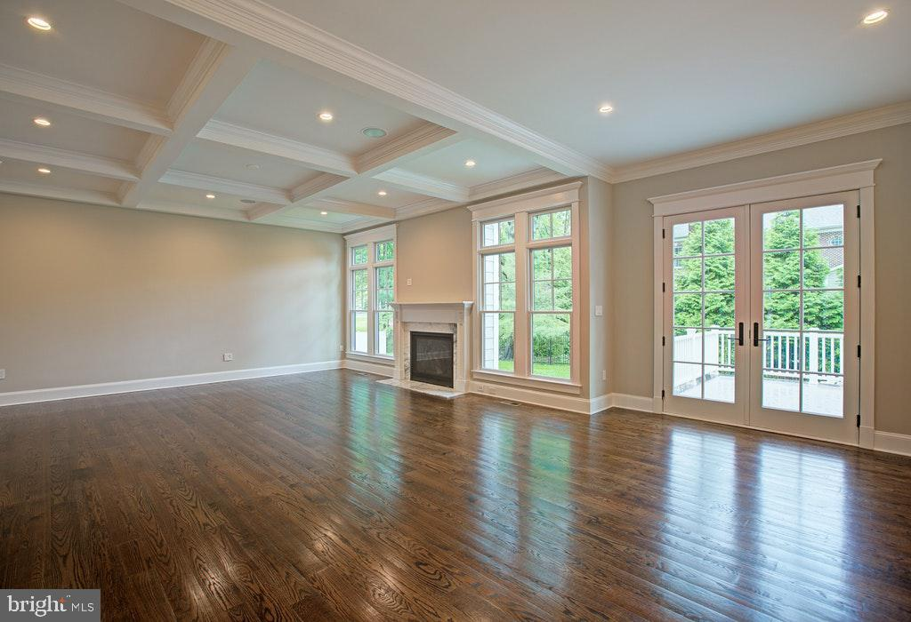 Family room with Coffered ceilings - 1922 BYRD RD, VIENNA