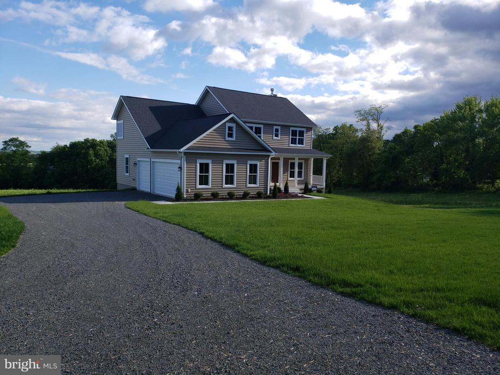 Your new home is waiting for you.... - YAKEY LN, LOVETTSVILLE