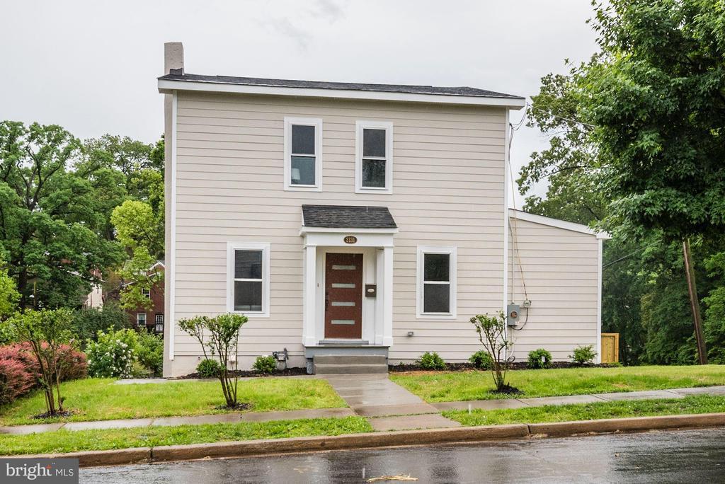 - 3131 NEWTON ST NE, WASHINGTON