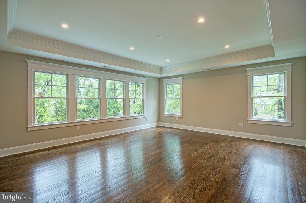 Master bedroom with Tray ceilings - 1922 BYRD RD, VIENNA