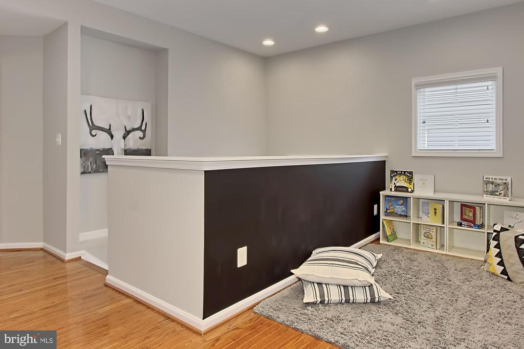 Open & Desirable Upper Loft w/ More Hardwood Flrs - 42690 EXPLORER DR, BRAMBLETON