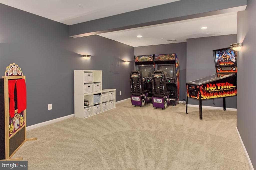 Game Room OR  Movie Room w/ Sconces=Ready to go - 42690 EXPLORER DR, BRAMBLETON