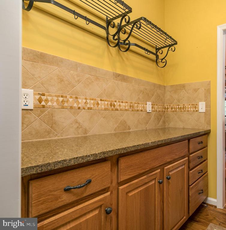 Butlers Pantry with Black Iron Pot Racks! - 20579 CRESCENT POINTE PL, ASHBURN