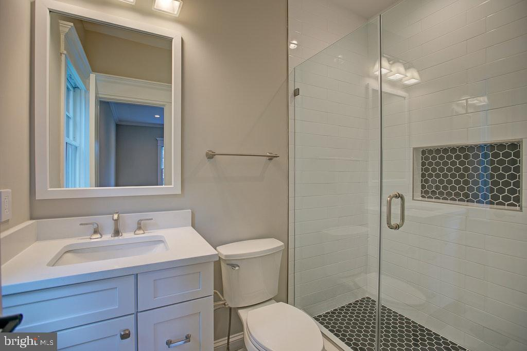Full bath Ensuite 4 - 1922 BYRD RD, VIENNA