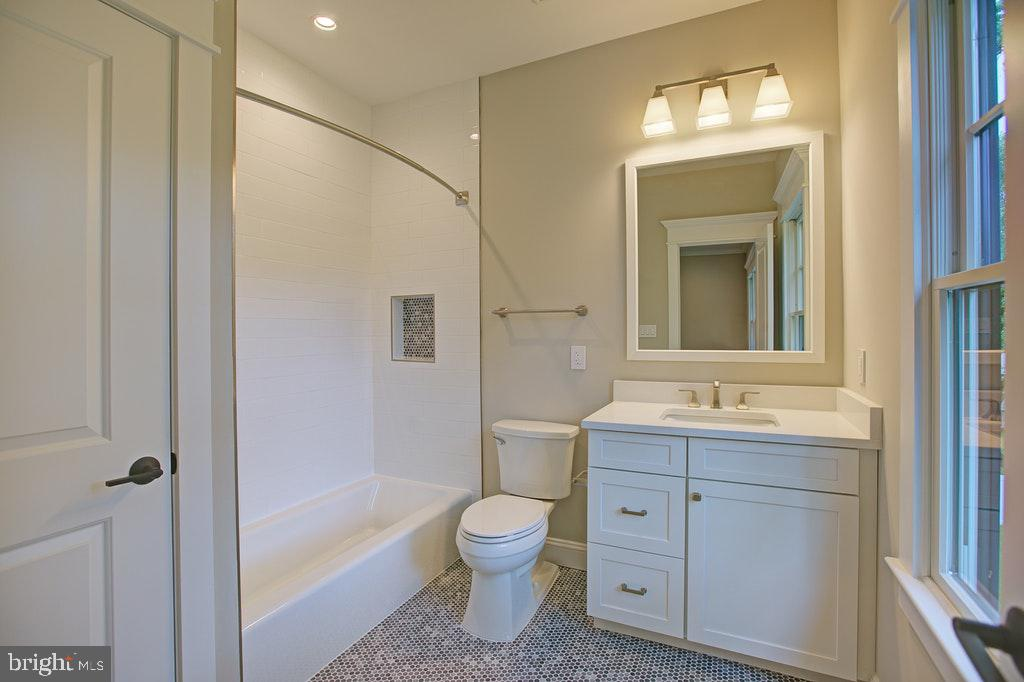 Full bath Ensuite 3 - 1922 BYRD RD, VIENNA