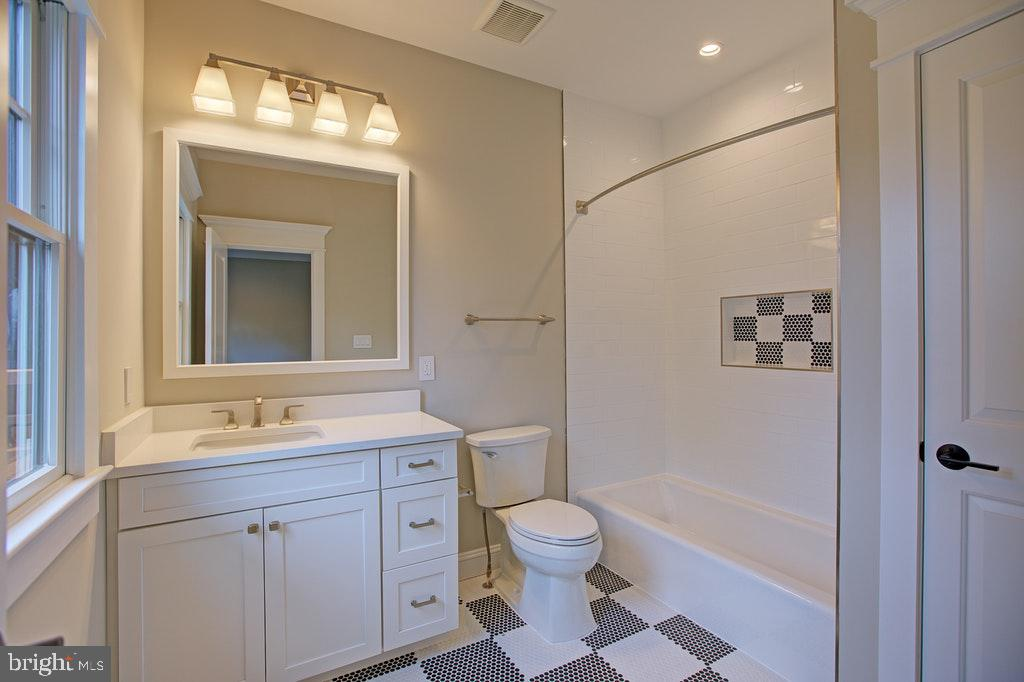 Full bath Ensuite 2 - 1922 BYRD RD, VIENNA