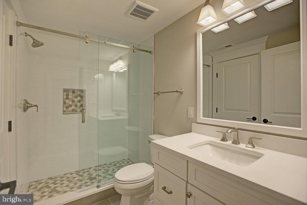 Lower level full bath - 1922 BYRD RD, VIENNA