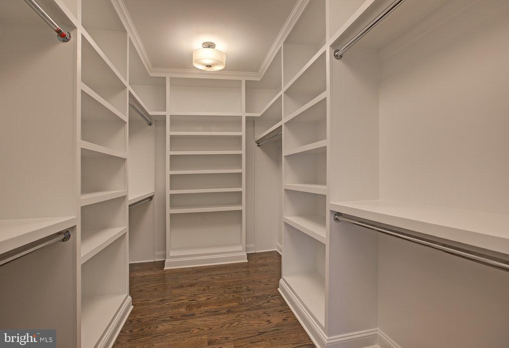 Master Suite walk in closet 1 - 1922 BYRD RD, VIENNA