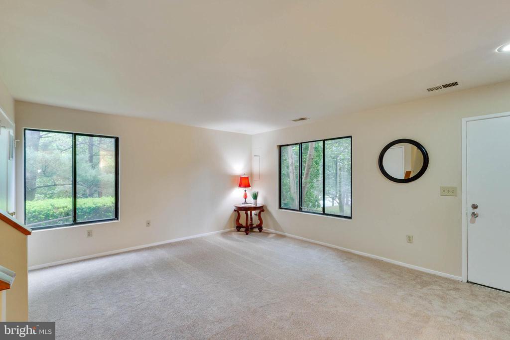 Living Room - 5967 VALERIAN LN, ROCKVILLE
