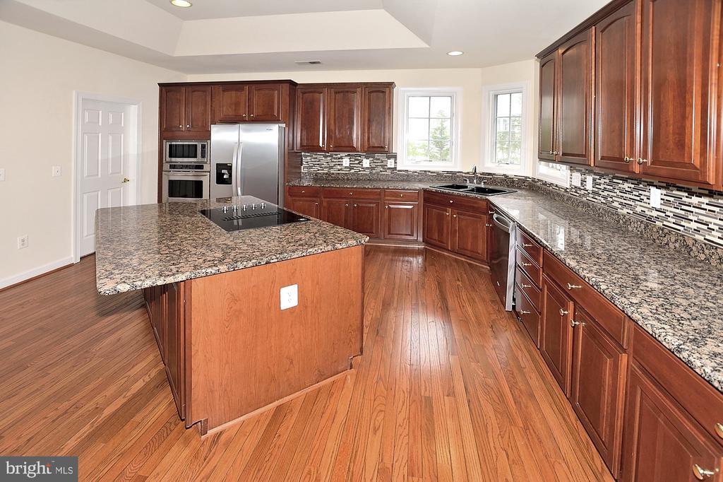Kitchen - 8913 GRIST MILL WOODS CT, ALEXANDRIA