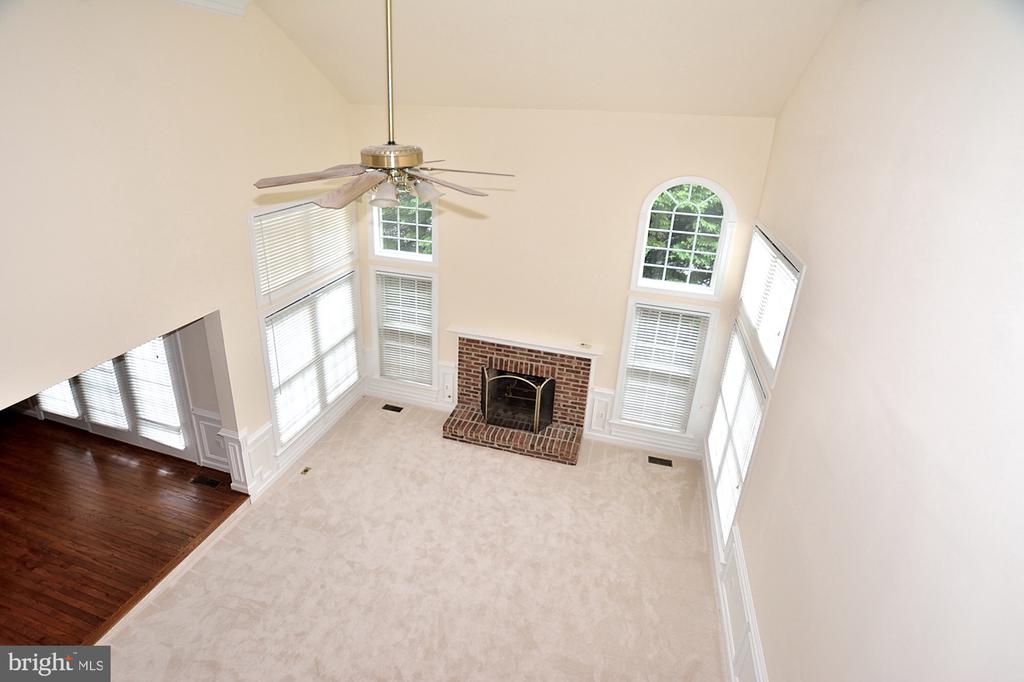 Two story  family room - 8913 GRIST MILL WOODS CT, ALEXANDRIA
