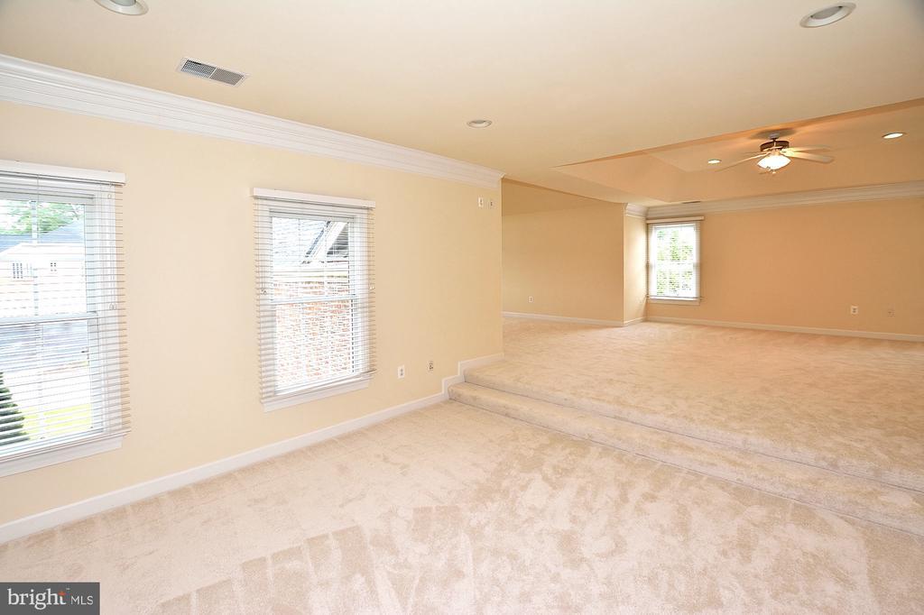 Master bedroom sitting area - 8913 GRIST MILL WOODS CT, ALEXANDRIA