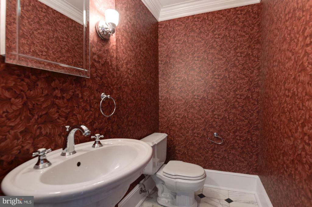Half bath main - 2820 FRANKLIN RD, ARLINGTON