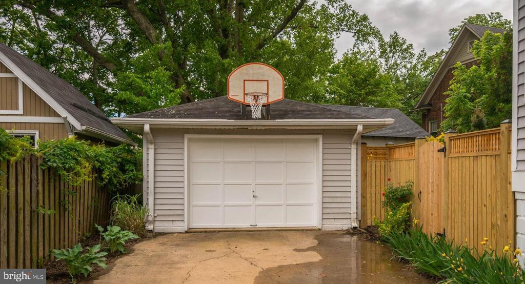 Garage - 2820 FRANKLIN RD, ARLINGTON